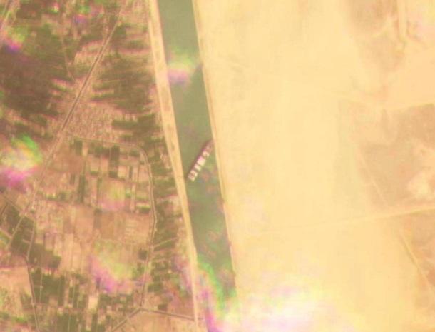 Судно перекрыло Суэцкий канал. Какие последствия 1
